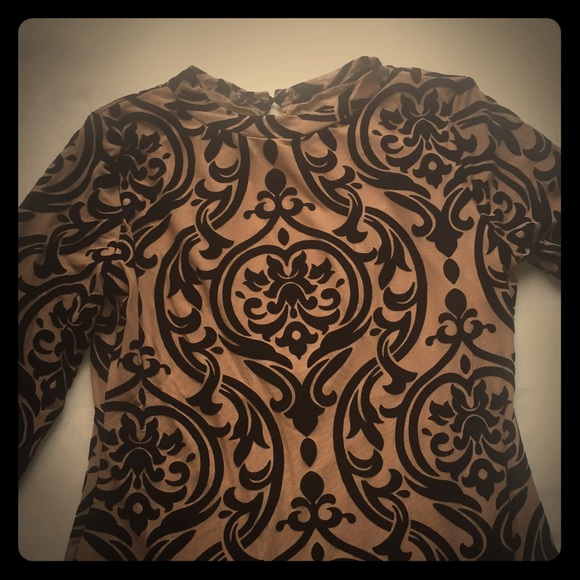 Dresses & Skirts - Long sleeve brown dress with black damask pattern